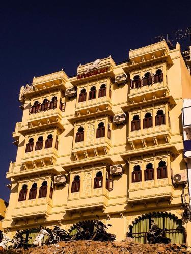 . Hotel Mewari Villa