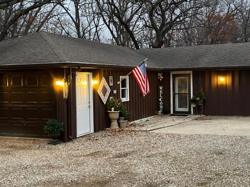 Woodsy Country Cottage near Ames - Ogden, Iowa