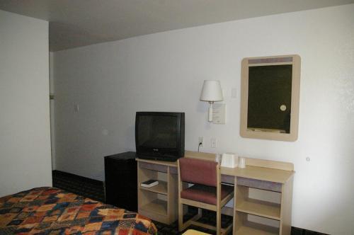 Knights Inn Tulsa - Tulsa, OK 74128