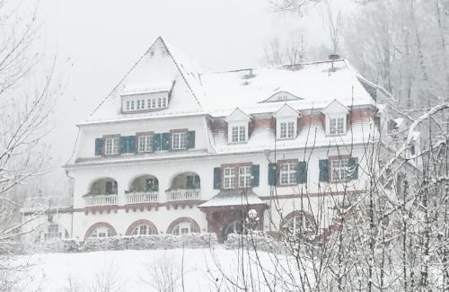 . Jugendstilhotel Trifels