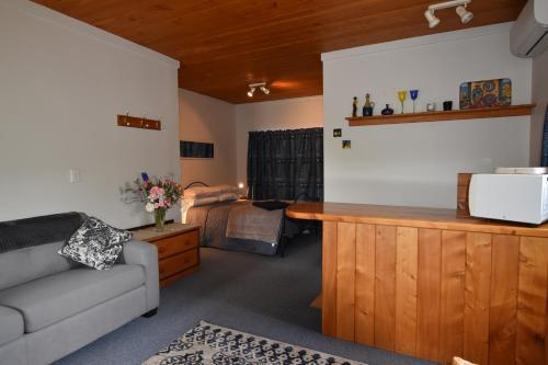 Olivista - Accommodation - Masterton