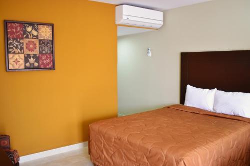 El Camino Hotel & Suites
