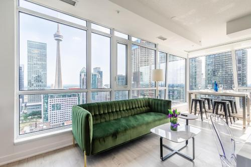 . Luxury 2 BR in the heart of Entertainment District w/ CN Tower View