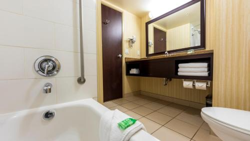 Holiday Inn Hotel and Suites-Kamloops, an IHG Hotel - image 3