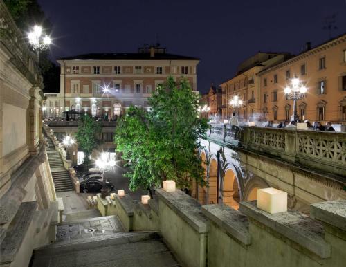 Via dell'Indipendenza 69, 40121 Bologna, Italy.