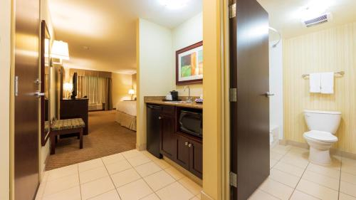 Holiday Inn Hotel and Suites-Kamloops, an IHG Hotel - image 14