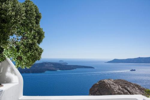 Firostefani, Thira, 847 00, Santorini, Greece.