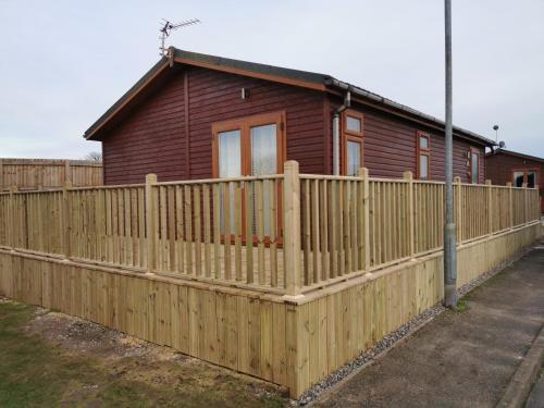 Beautiful 2-Bed Cabin In Bridlington