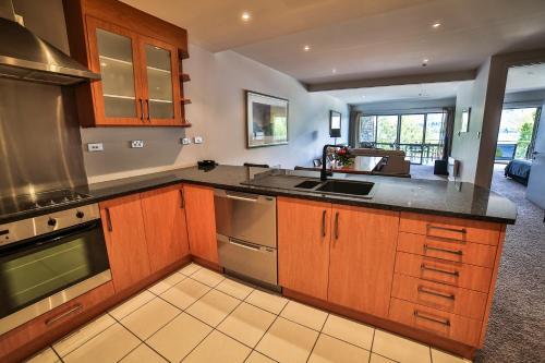 Lakeside Apartments - Accommodation - Wanaka