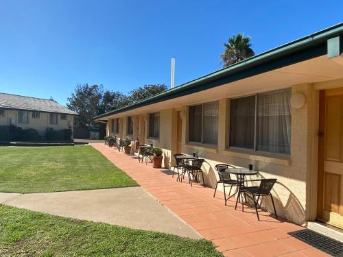 . McNevins Tamworth Motel