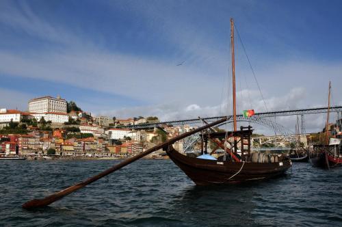 R. da Firmeza 49, Porto, Portugal.