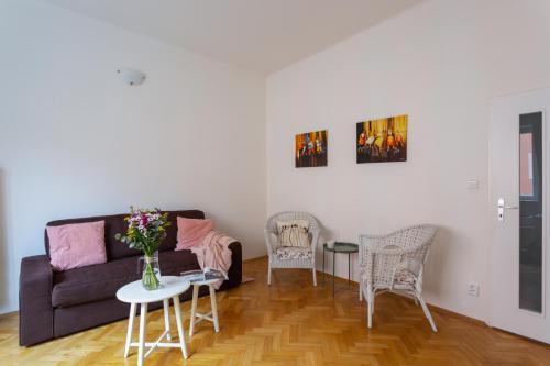 Homey Flat in Vinohrady by Prague Days - image 11
