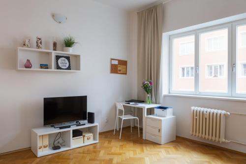 Homey Flat in Vinohrady by Prague Days - image 12