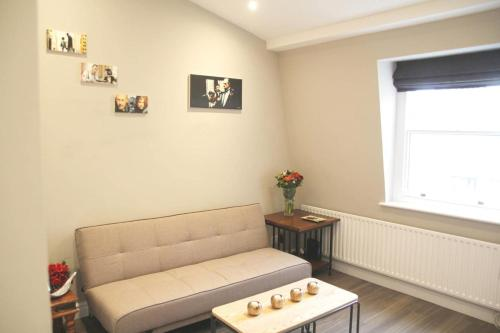 GuestReady - Cosy 2BR home in Notting Hill 5 guests! - image 3