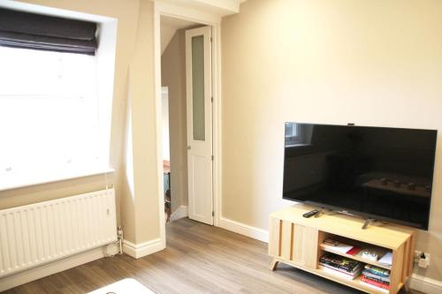 GuestReady - Cosy 2BR home in Notting Hill 5 guests! - image 5