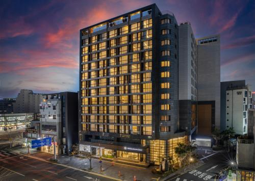 . Golden Daisy Hotel