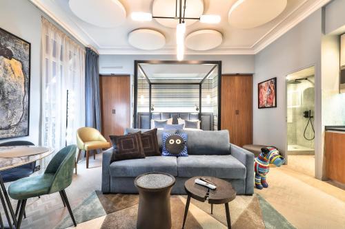 Hotel 33 Marbeuf - Hôtel - Paris