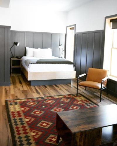 The Flying Steamshovel Inn - Hotel - Rossland