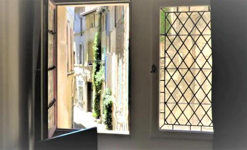 Joli studio de charme tout confort coeur d'Arles vacances-arles camargue - Location saisonnière - Arles