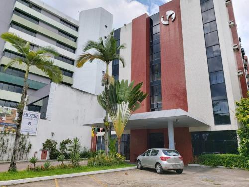 . Tarik Fontes Plaza Hotel