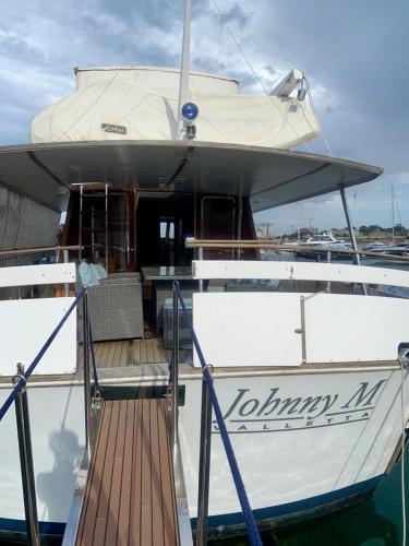 Johnny M Yacht