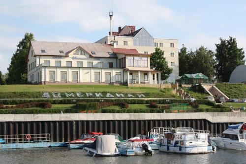 . 40th Meridian Yacht Club