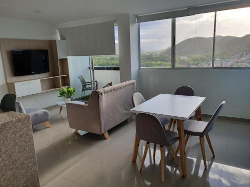 Excelente Apartamento Completo, en la mejor zona - image 3