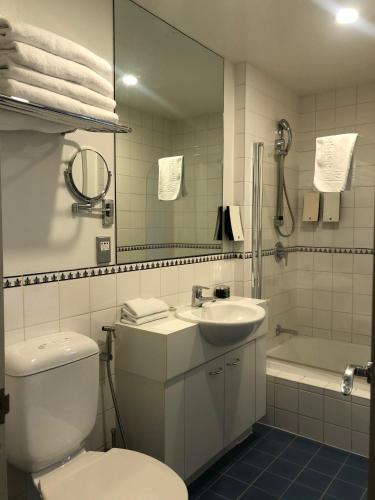Fino Hotel & Suites - Photo 5 of 82
