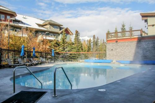. Fenwick Vacation Rentals Desirable 2 Bedroom Condo with Pool and Hottub