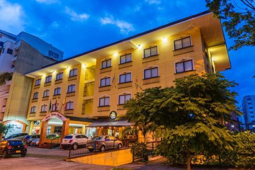 . Hotel Pinares Plaza