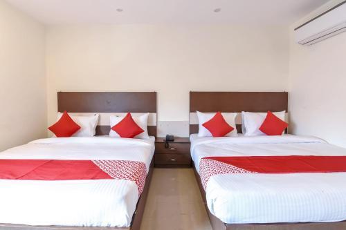 Capital O 11689 Hotel Happy Stay