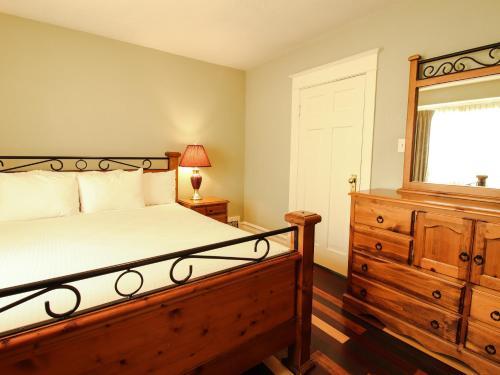 James Bay Inn Hotel, Suites&Cottage - Victoria