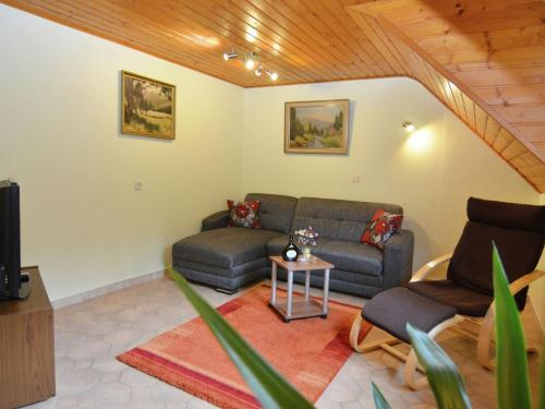 . Cozy Holiday Home in Schonbrunn near the Forest