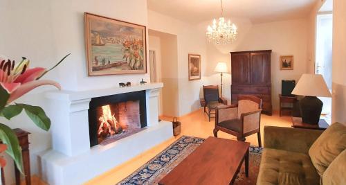Suite Deluxe Hotel La Fuente de la Higuera 12