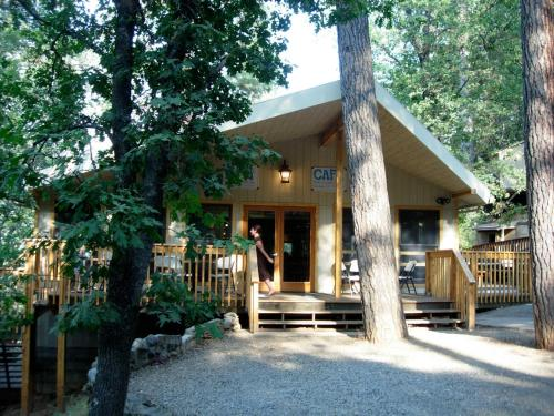 Yosemite Bug Rustic Mountain Resort - Midpines, CA 95345