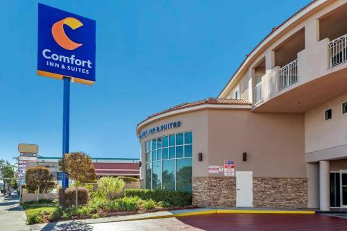 Comfort Inn & Suites Near Universal - North Hollywood – Burbank - Hotel - Los Ángeles
