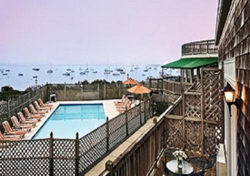 Overlook Beautiful Narragansett Bay - Historic Victorian Inn - Resort Suites - Apartment - Jamestown
