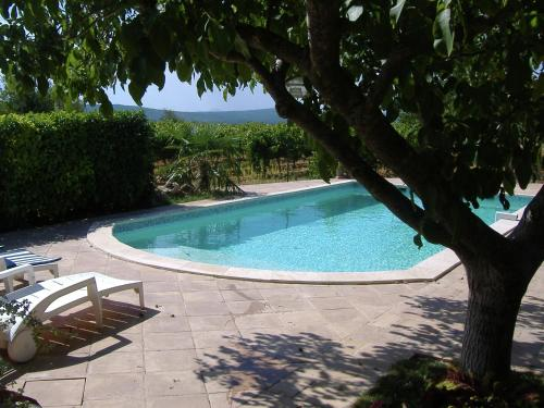 . Detached holiday home near the truffle capital of Aups, with a shared swimming pool
