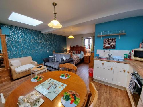 . Detached Self-Catering Studio near Lyme Regis - Contactless Check-In