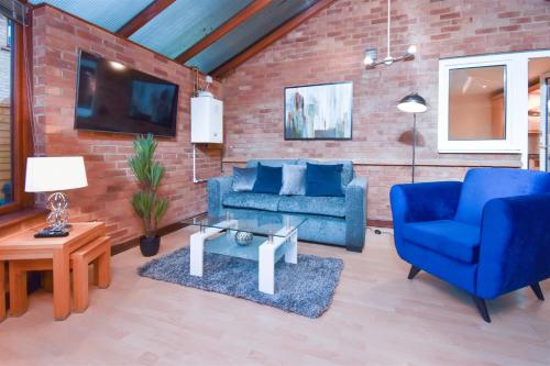 Shenley Brook House - 4 Bedrooms, 5 TV