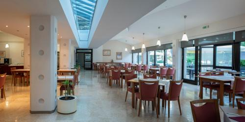. Hotel Flores