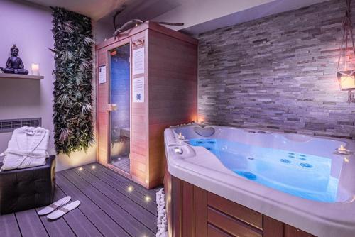 Suite Romantique Sauna et Jacuzzi - Hôtel - Narbonne