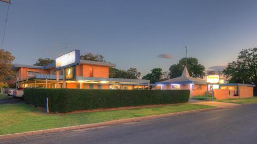. Binalong Motel