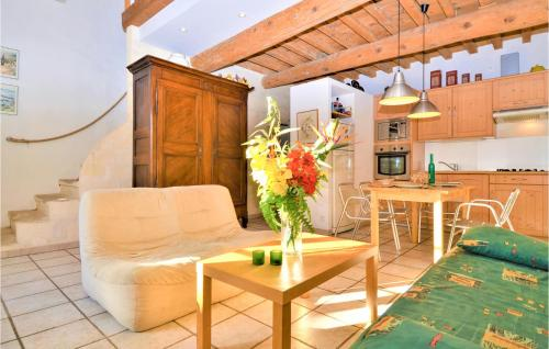 Awesome home in Mouriès with WiFi and 1 Bedrooms - Location saisonnière - Mouriès