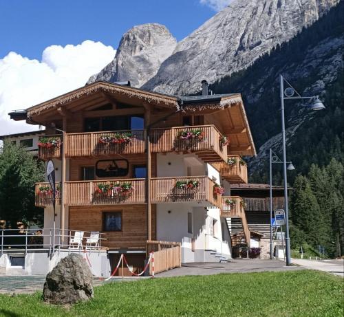 Piccola Cesa B&B - Accommodation - Canazei di Fassa