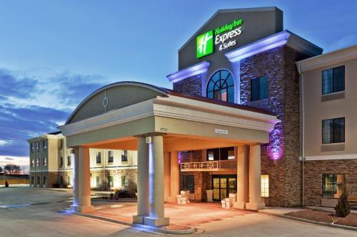 . Holiday Inn Express & Suites Clovis, an IHG Hotel