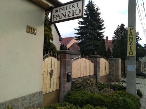 Bonifert Vendégház, Pension in Dunabogdány
