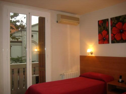 Hostal Madrazo photo 10