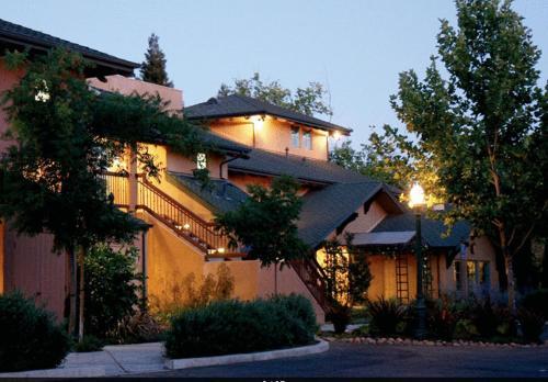 Wine & Roses Hotel Restaurant Spa Lodi