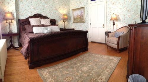 The Patriot House Bed And Breakfast